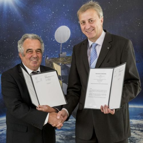 Dr. Merkle (OHB SE) and Dr. Feldhütter (Fraunhofer) after signing of the MOU