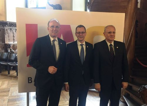 Marco Fuchs (CEO of OHB SE), Martin Günthner (Senator for the Economy, Labor and Ports of the Free Hanseatic City of Bremen) and Jean-Yves Le Gall (IAF-President) are looking forward to IAC 2018 in Bremen